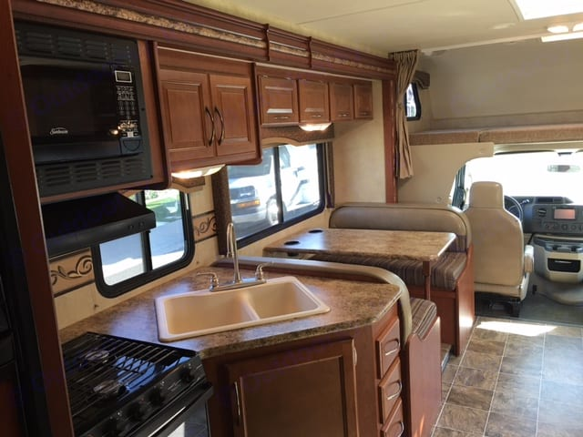 Cute, clean and functional... . Thor Motor Coach Four Winds 2012