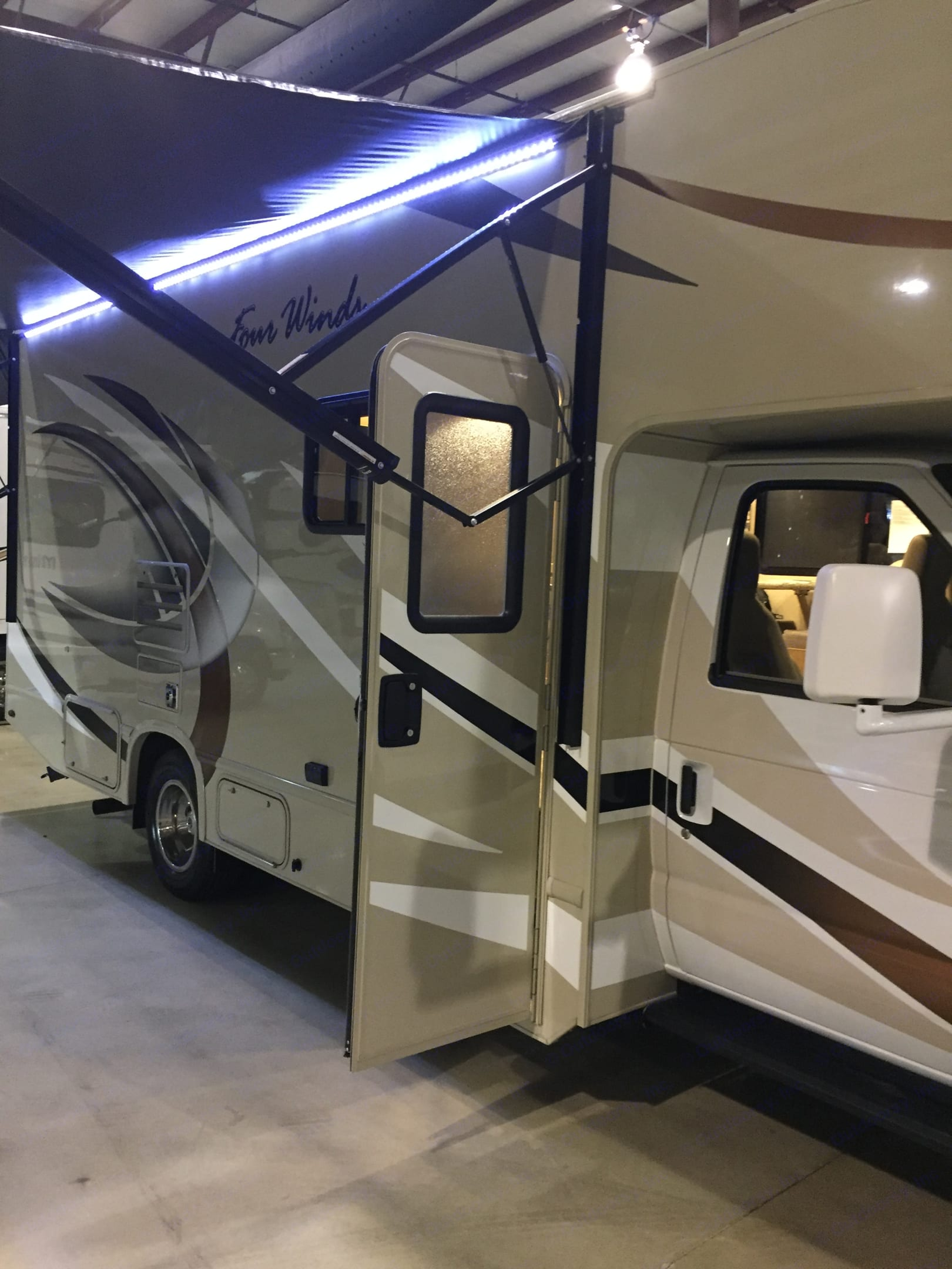 Full size awning. Thor Motor Coach Other 2018