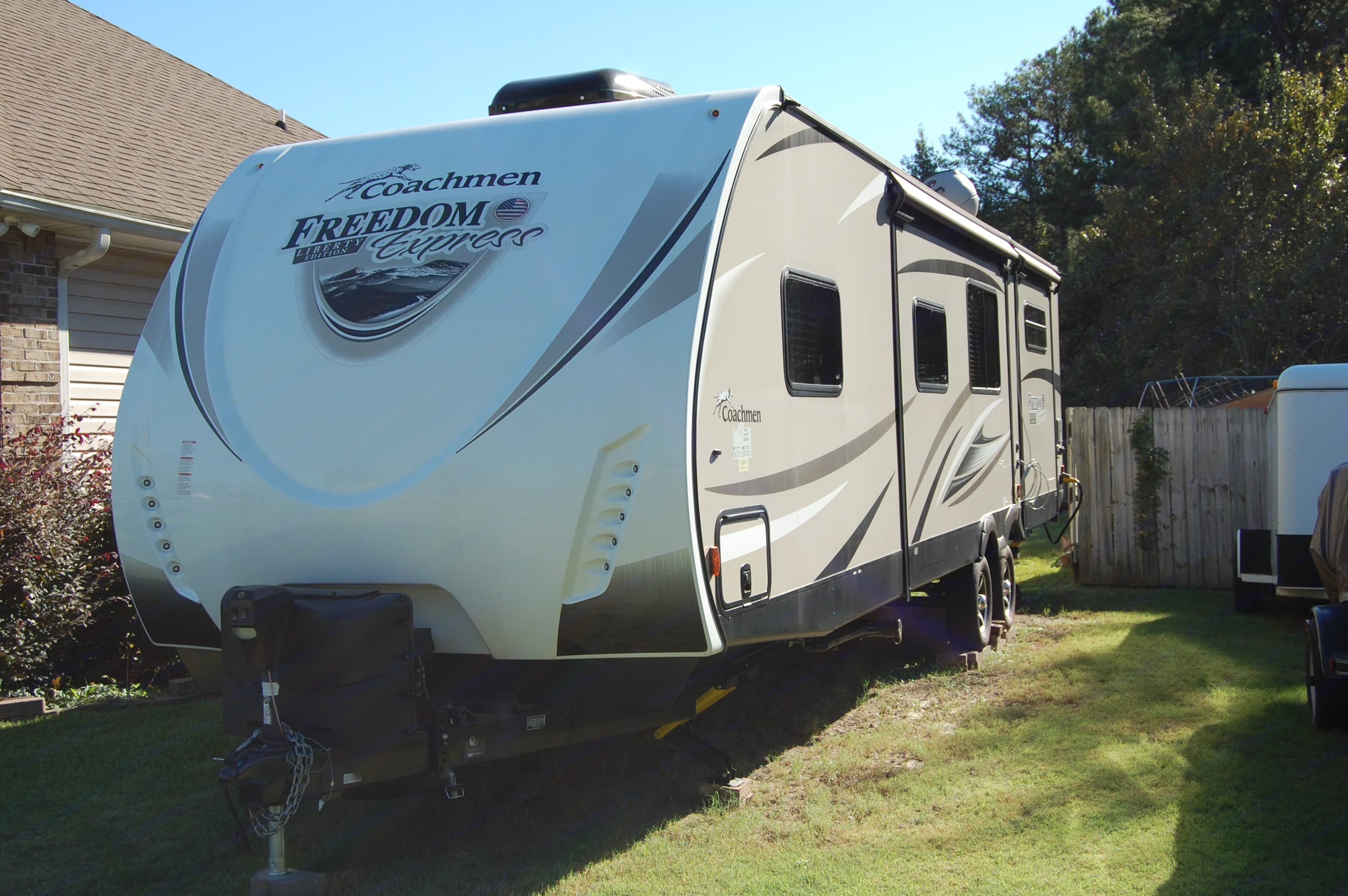 Right Side w/Slides In. Coachmen Freedom Express 2017