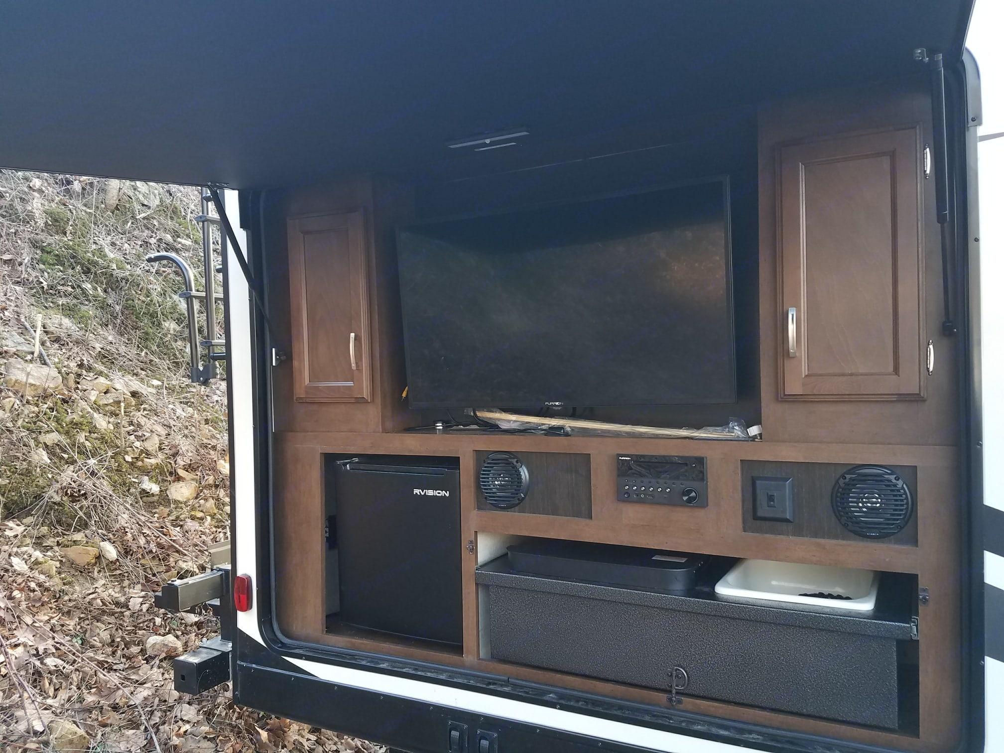 outdoor kitchen, Fridge/freezer, TV, DVD, surround sound, bluetooth, stove, sink...lighting. Venture Rv Sporttrek 2018