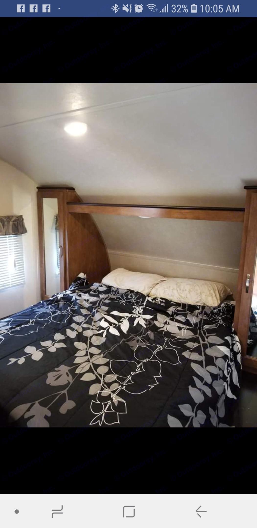 Master bedroom. Forest River Wildwood X-Lite 2017