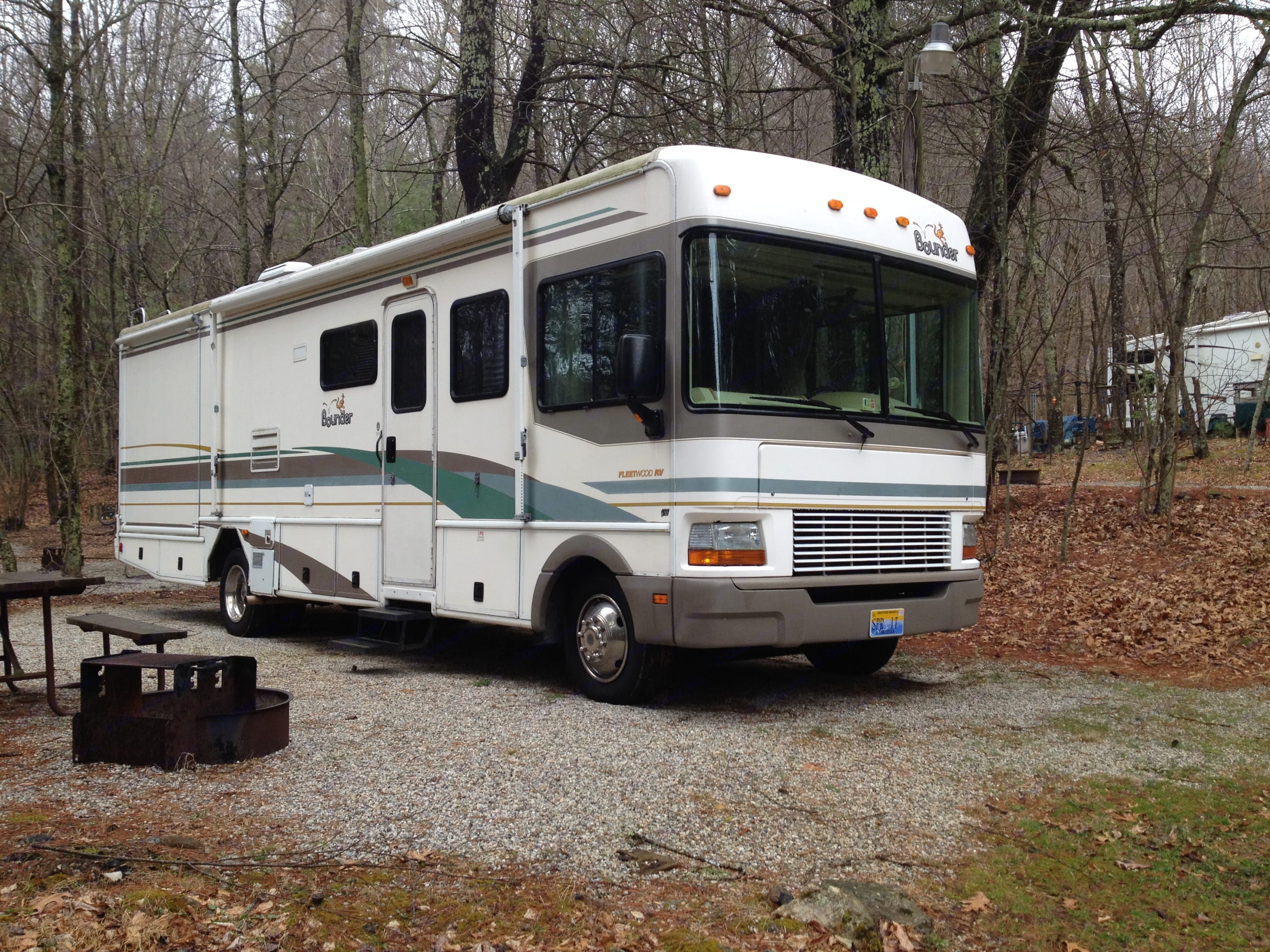 2001 Fleetwood bounder, great working condition with new roof.. Fleetwood Bounder 2001