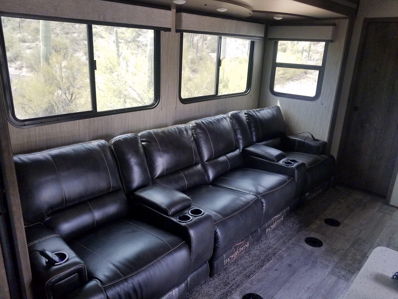 Living room sofa. Heartland Torque 2018