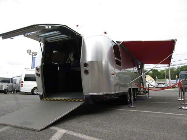Rear Ramp for Equipment. Airstream Pan America 2009