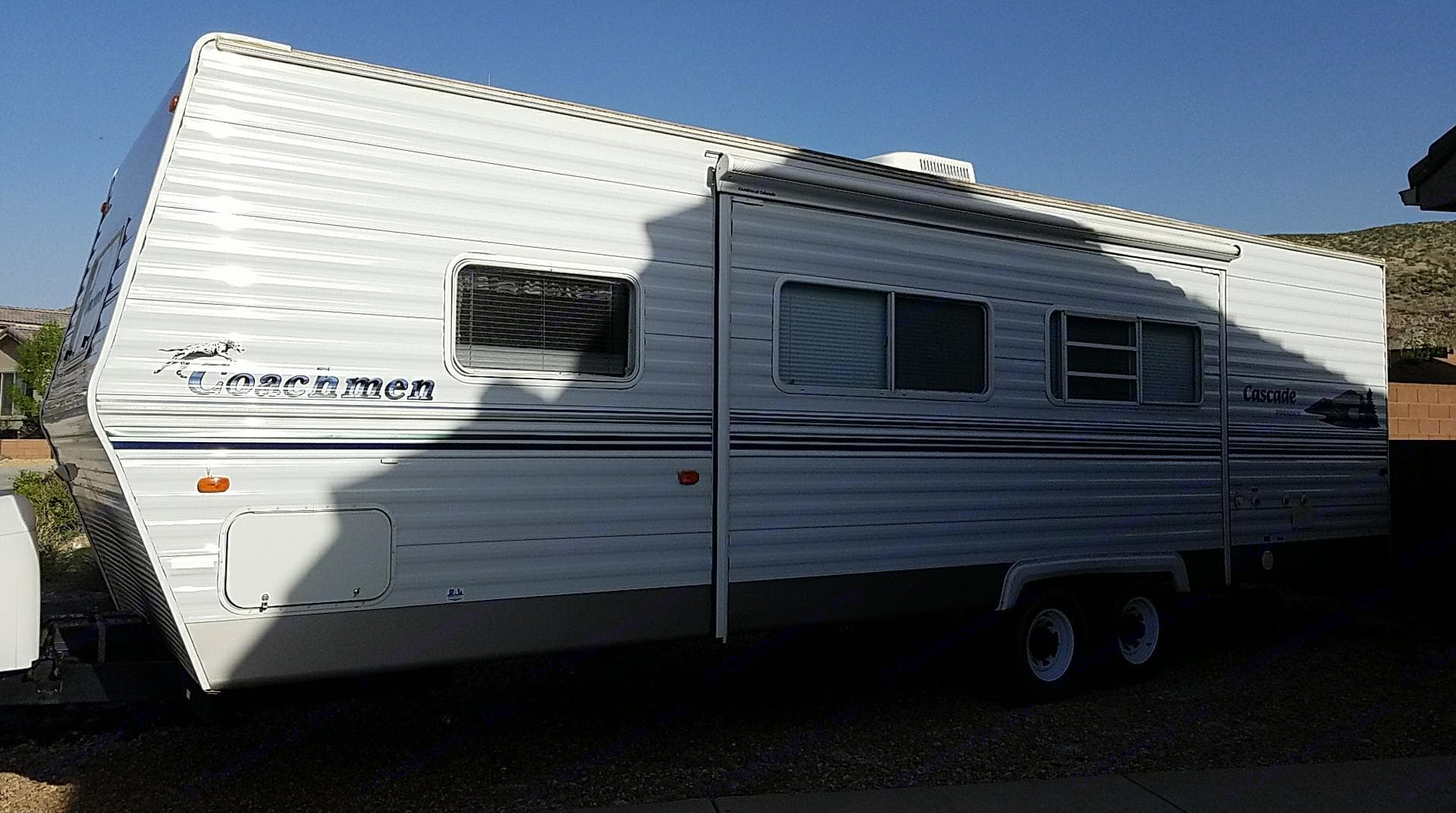 30 ft excellent condition 2004 coachman, with 16 ft electric pull out this side. . Coachmen Cascade 2004