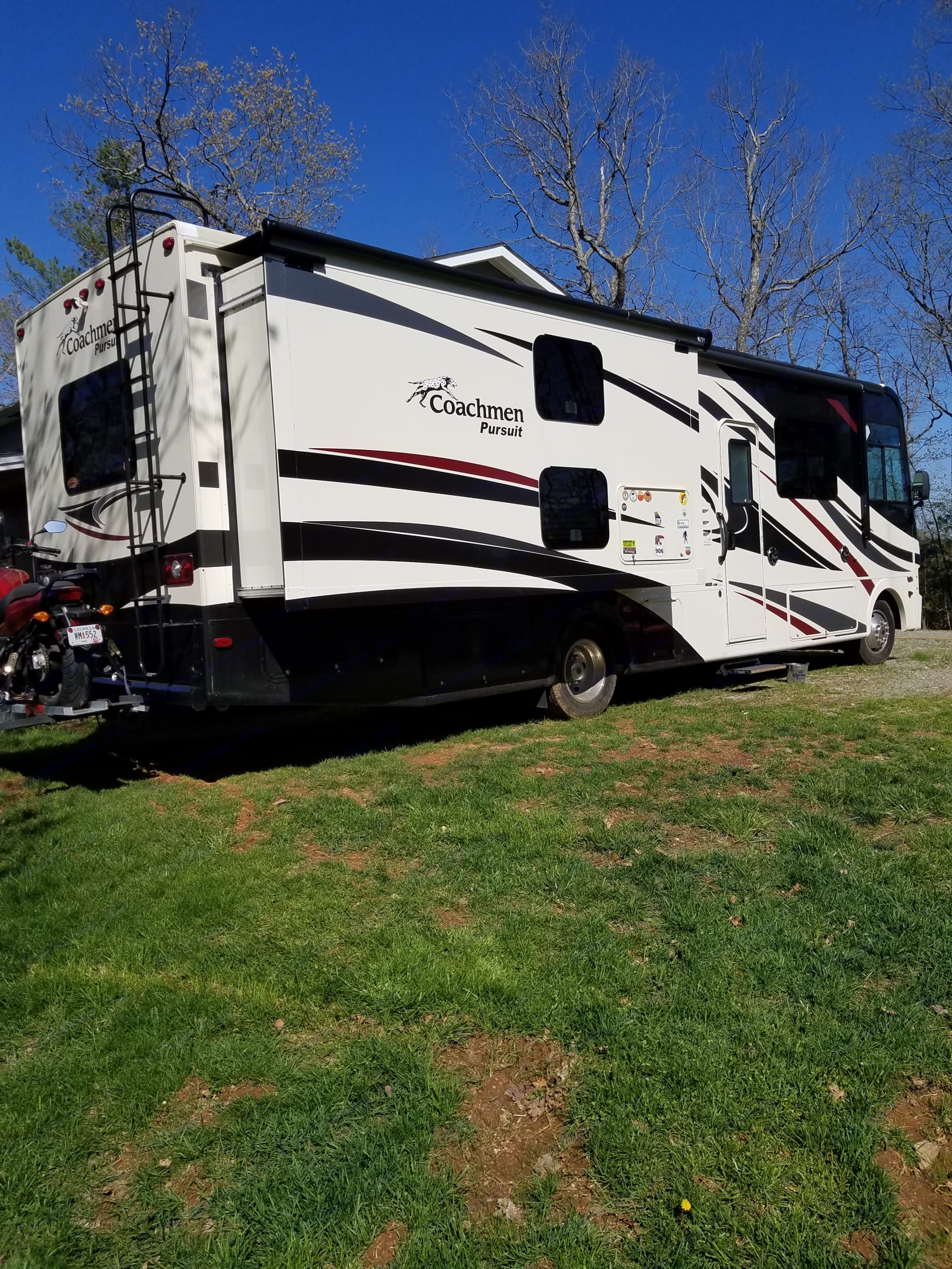 Traveling is more fun when you bring your own bed! This 2017 Coachman Pursuit Bunkhouse motorhome is ready for your adventures. . Coachmen Pursuit 2017
