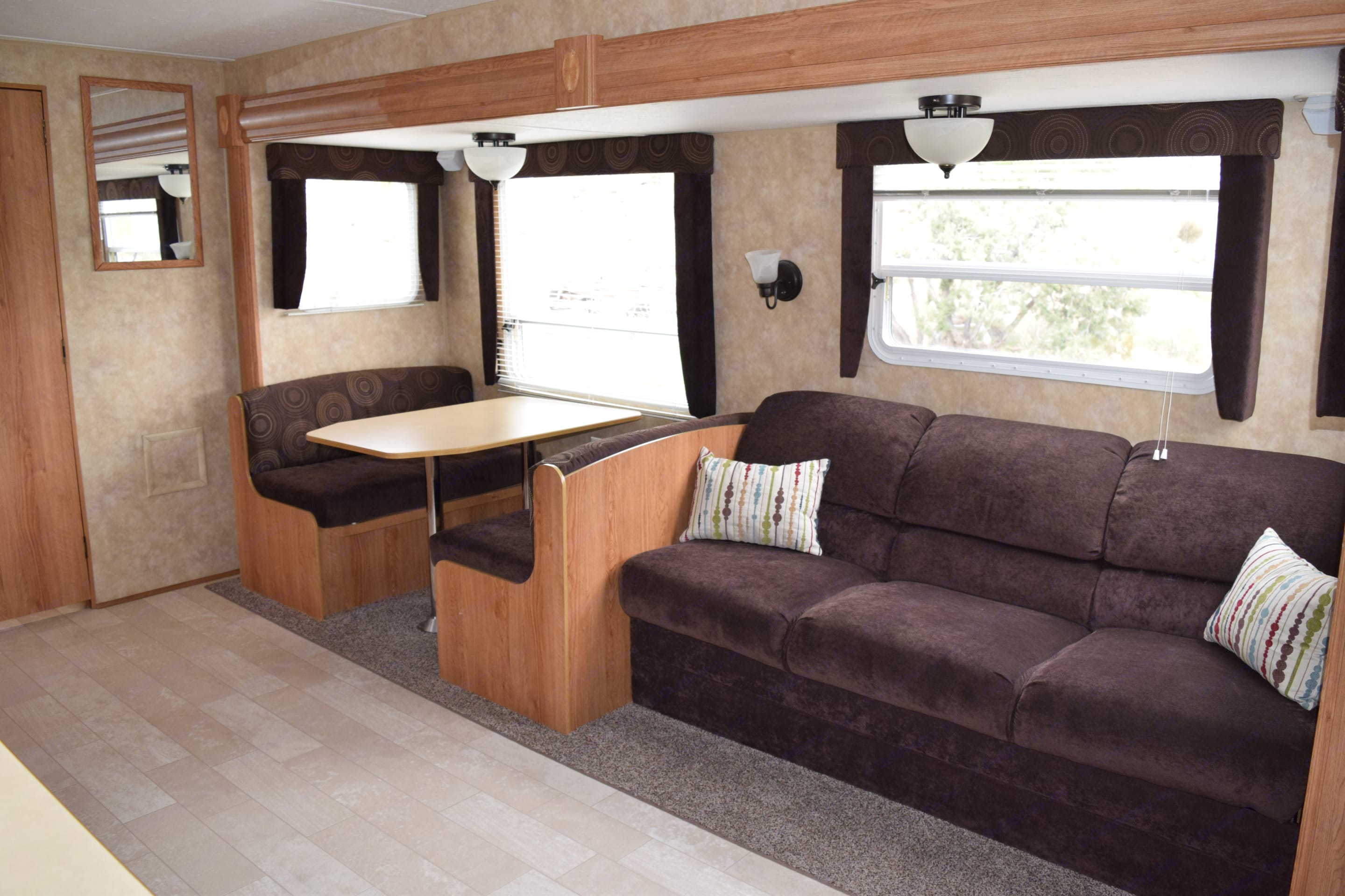 This beautifly updated trailer is a luxurious way to travel. The large slideout for the couch and dining area makes the interiour spacious and allows for a large group to. Jayco Jay Flight 2006