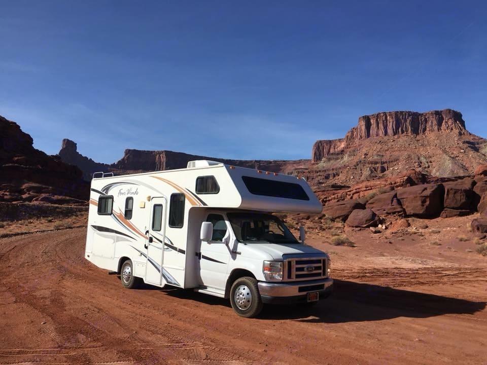 Thor Motor Coach Four Winds 2012