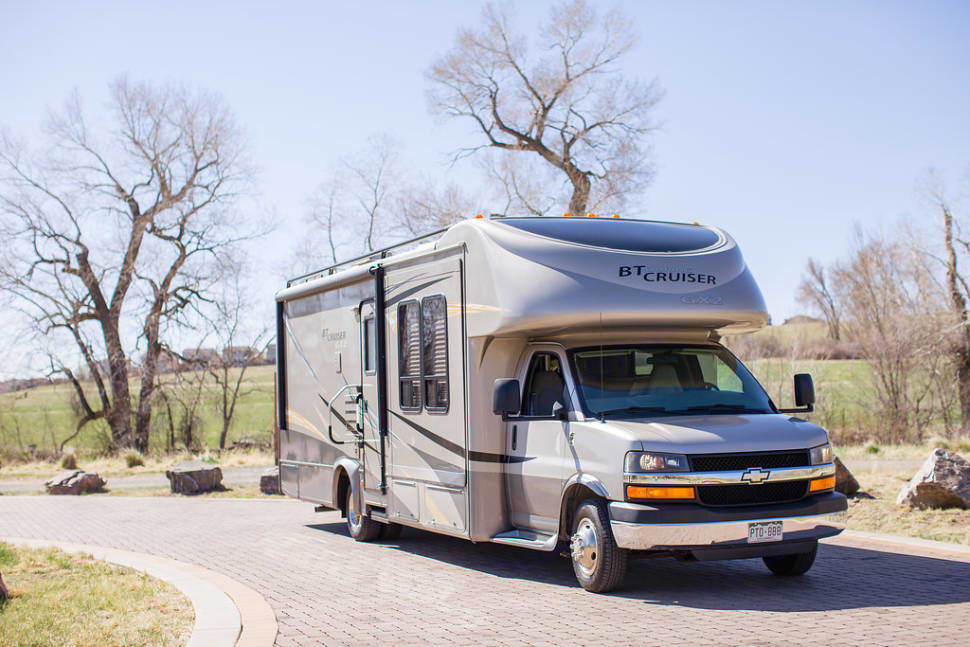 Dasher looks great going down the road, and is comfortable and easy to drive.. Gulf Stream B Touring Cruiser 2009
