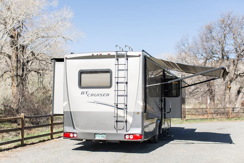 Three slides and an weather pro electric awning.. Gulf Stream B Touring Cruiser 2009