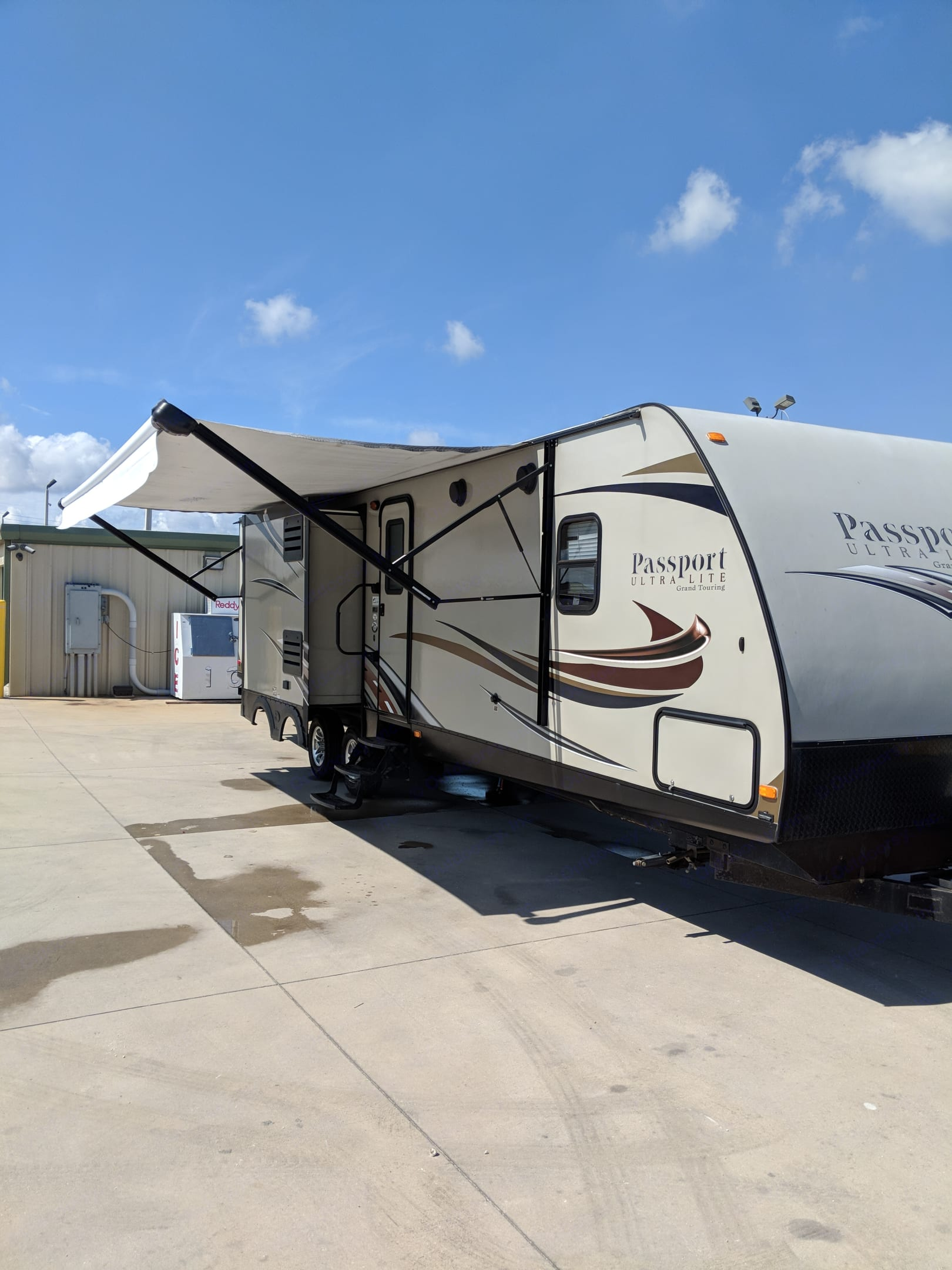 The electric awning and outdoor power outlets create the perfect environment to enjoy the outdoors.. Keystone Passport 2014