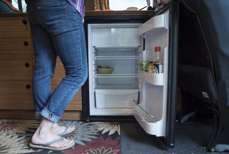 Refrigerator runs off of shore power, back-up battery, or solar when off-grid.. Mercedes-Benz Sprinter 2010