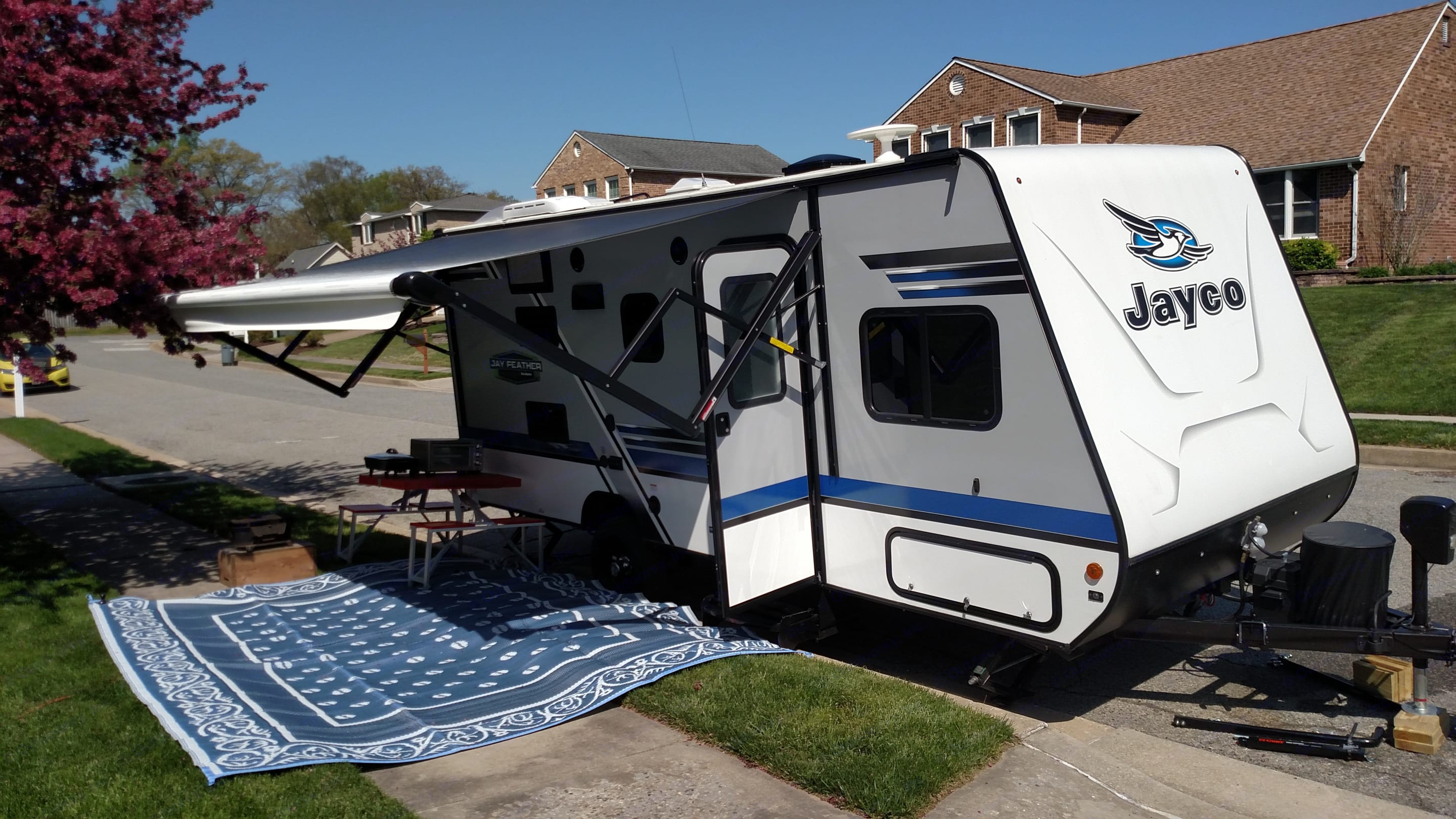 Outdoor carpet helps protect your feet and keep RV floor clean.. Jayco Bunk House Jay Feather 2018