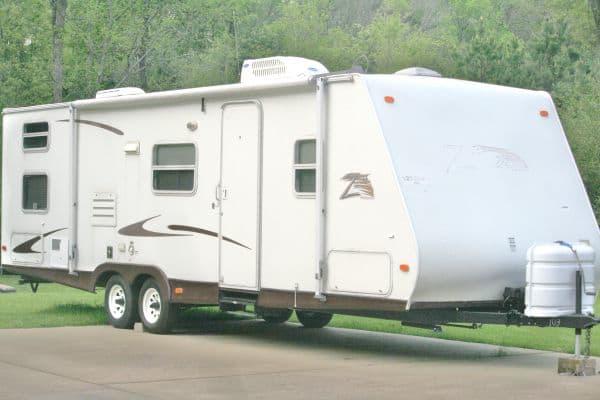 30' foot with bunk beds in rear. Keystone Zeppelin 2006