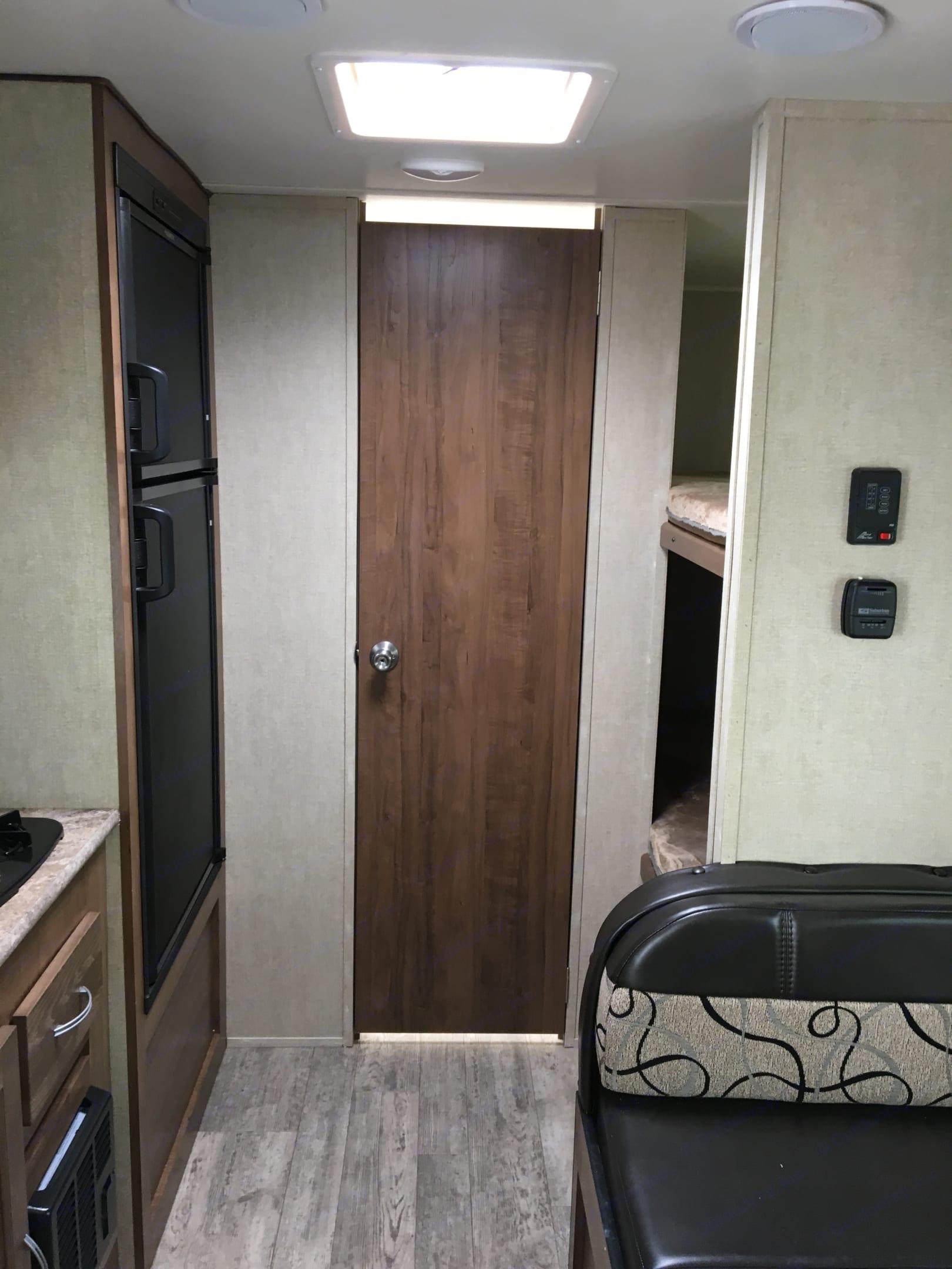 Amerilite 199DD - Bathroom door and bunks. Gulf Stream 199DD 2018