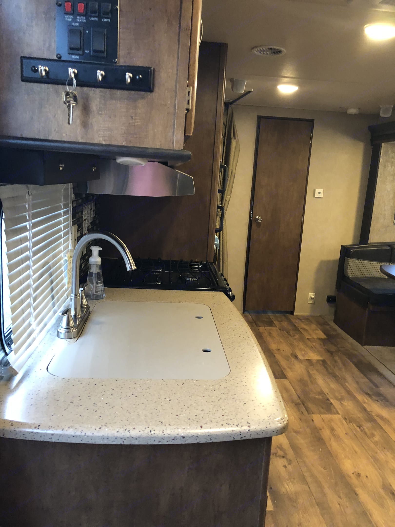 Double sink, oven and stove top.. Forest River Salem 2017