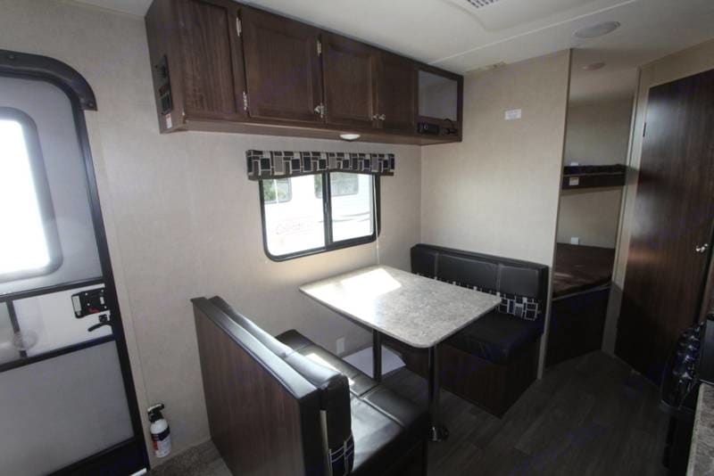 Coleman 2017 coleman 28 foot bunkhouse sleeps 10 only 4500 pounds 2017