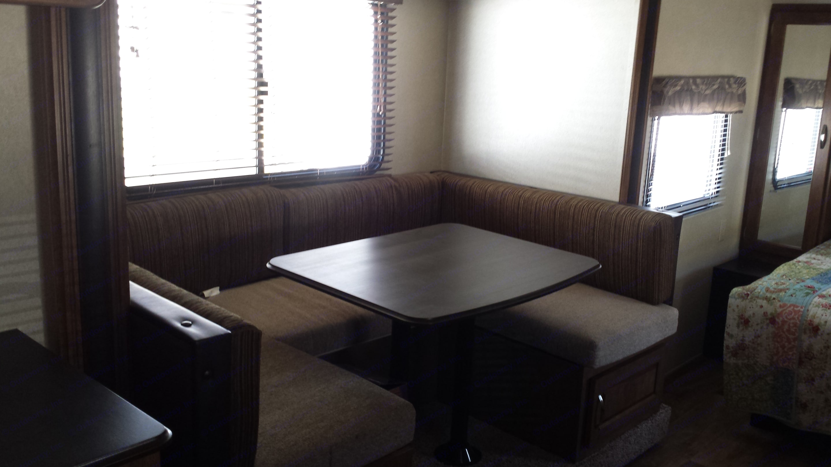 Dining table that converts to bed to fit two. Wildwood 32qbss Other 2017