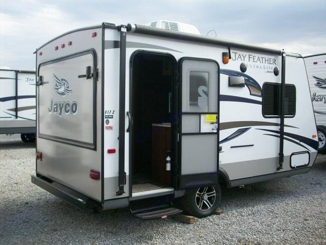 Jayco 2016 jayco hybrid 17 foot trailer sleeps 7 lightweight 2016