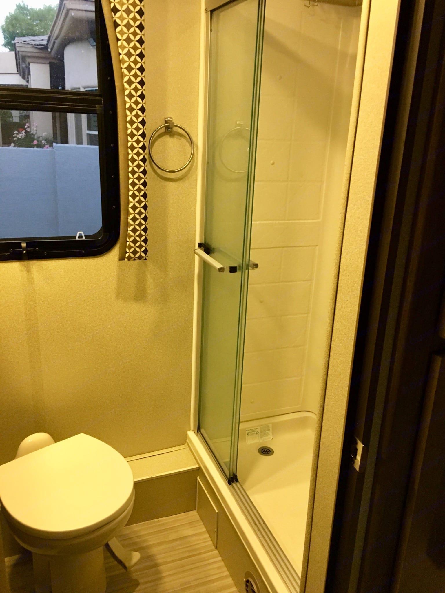 Full shower . Jayco Envoy 2018
