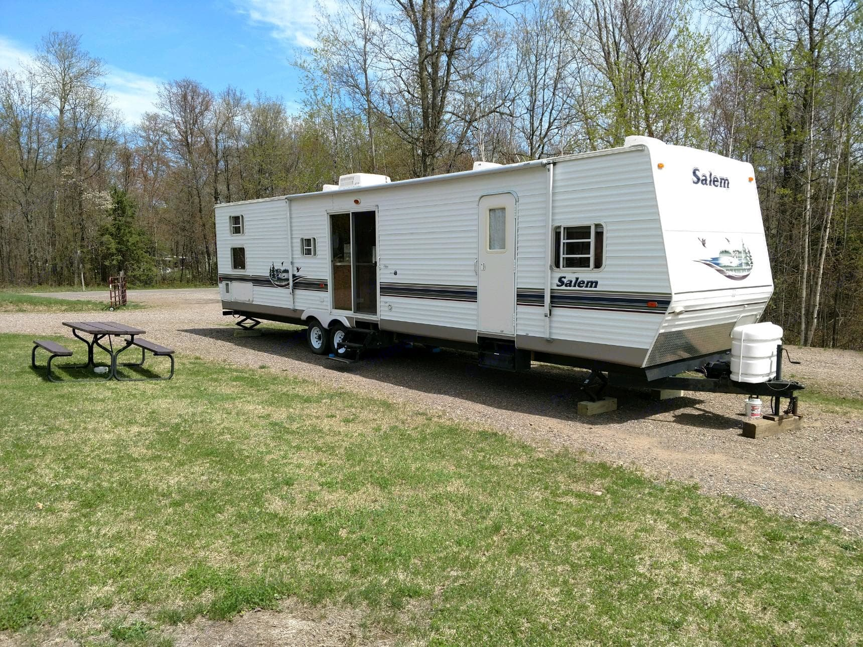 38 FOOT CAMPER WITH 2 HUGE SLIDE OUTS AT A CAMPGROUND, TURN KEY VACATION, NO DRIVING, JUST BRING YOUR OWN TOWELS FOR KITCHEN/BATH AND FOOD, AND BOAT!. Forest River 38bhds 2004