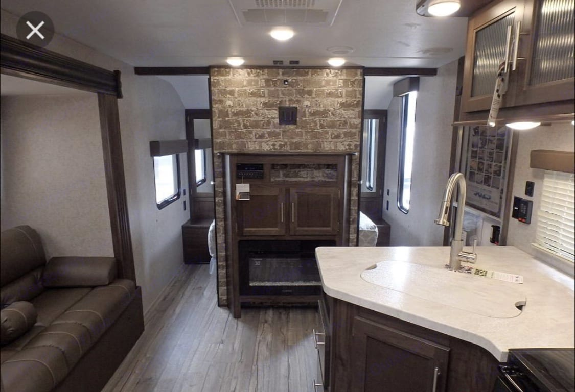 Flat screen tv with directv sat!. Forest River Cherokee Grey Wolf 2017