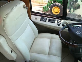 Comfortable captains chair. Newmar Mountain Aire 2007