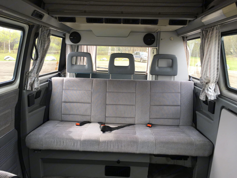 Sourdough's bench seat has three seatbelts. Volkswagen Weekender 1991