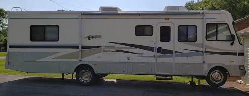 RV with levelers extended.. Fleetwood Terra 2005