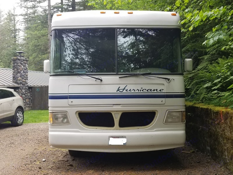 Front view. Thor Motor Coach Hurricane 1998