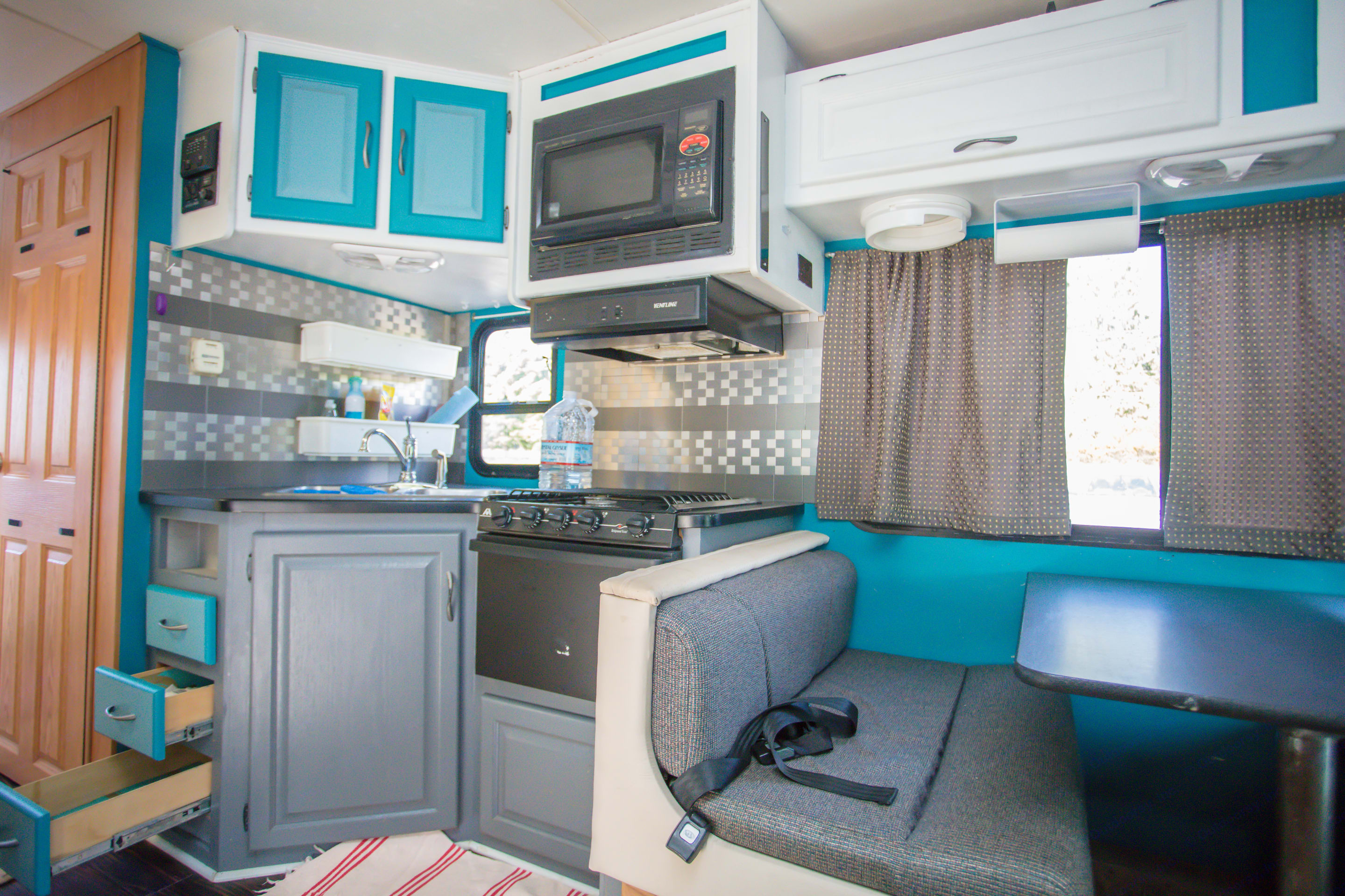 Kitchen. Thor Motor Coach Four Winds Majestic 2007