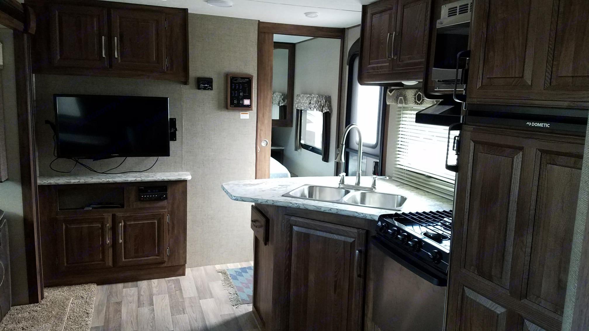 Kitchen. Keystone Cougar 2018