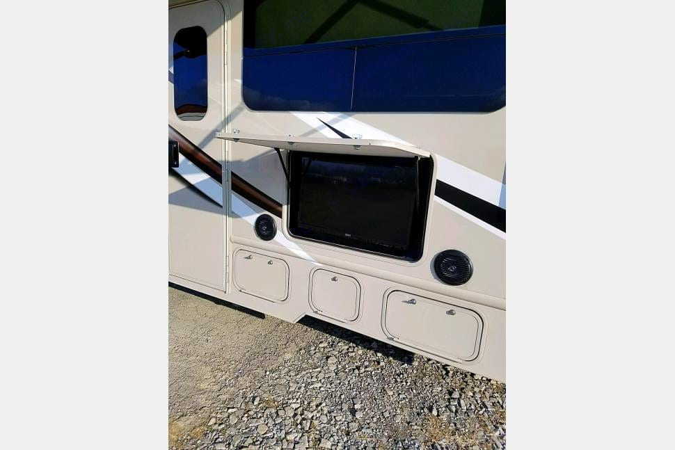 Outside TV under patio awning and exterior speakers are Bluetooth capable. Thor Motor Coach Four Winds 31E 2018
