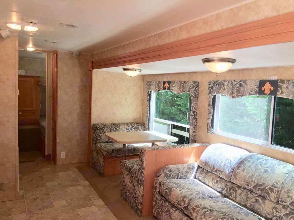 Nice roomy kitchen/living area . Coachmen Spirit Of America 2006