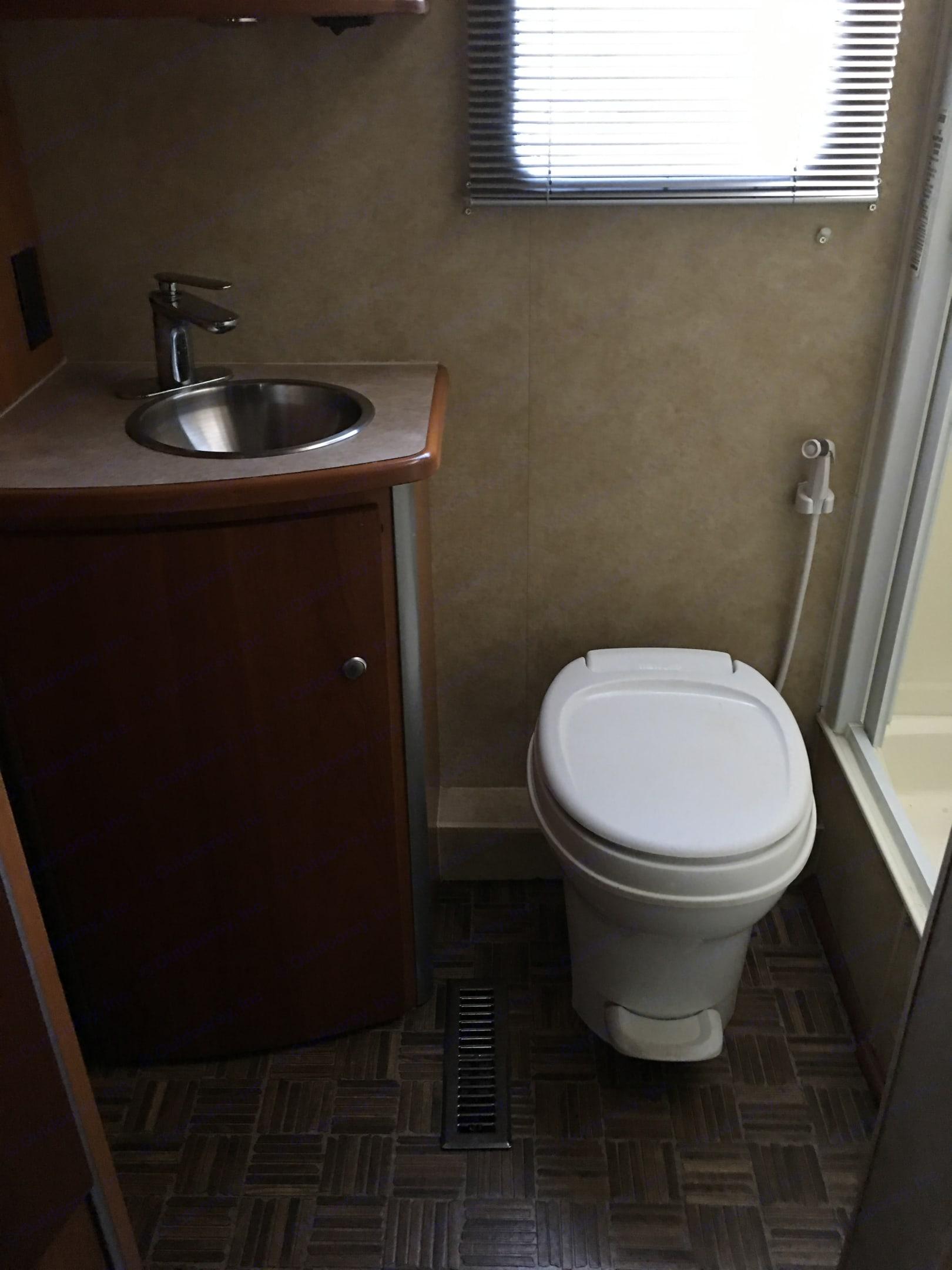 Bathroom . Winnebago View 2008