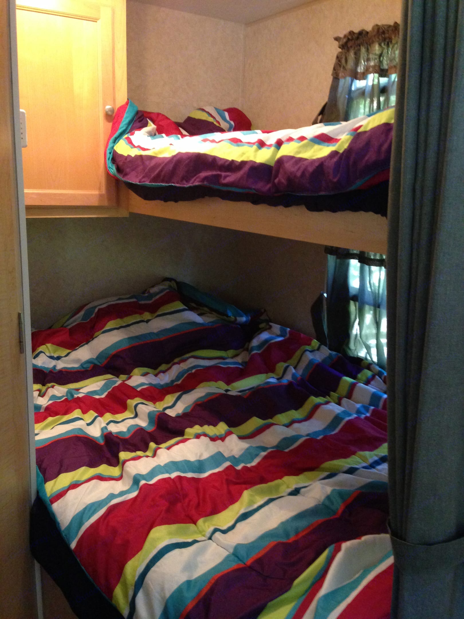 Jack and Jill bunks allow one person to sleep on the top and 1 large person or 2 smaller children to sleep on the bottom bed!. trail lite trailcruiser 2006