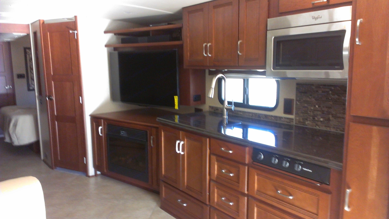 kitchen, entertainment, living area. Itasca Solei 2014
