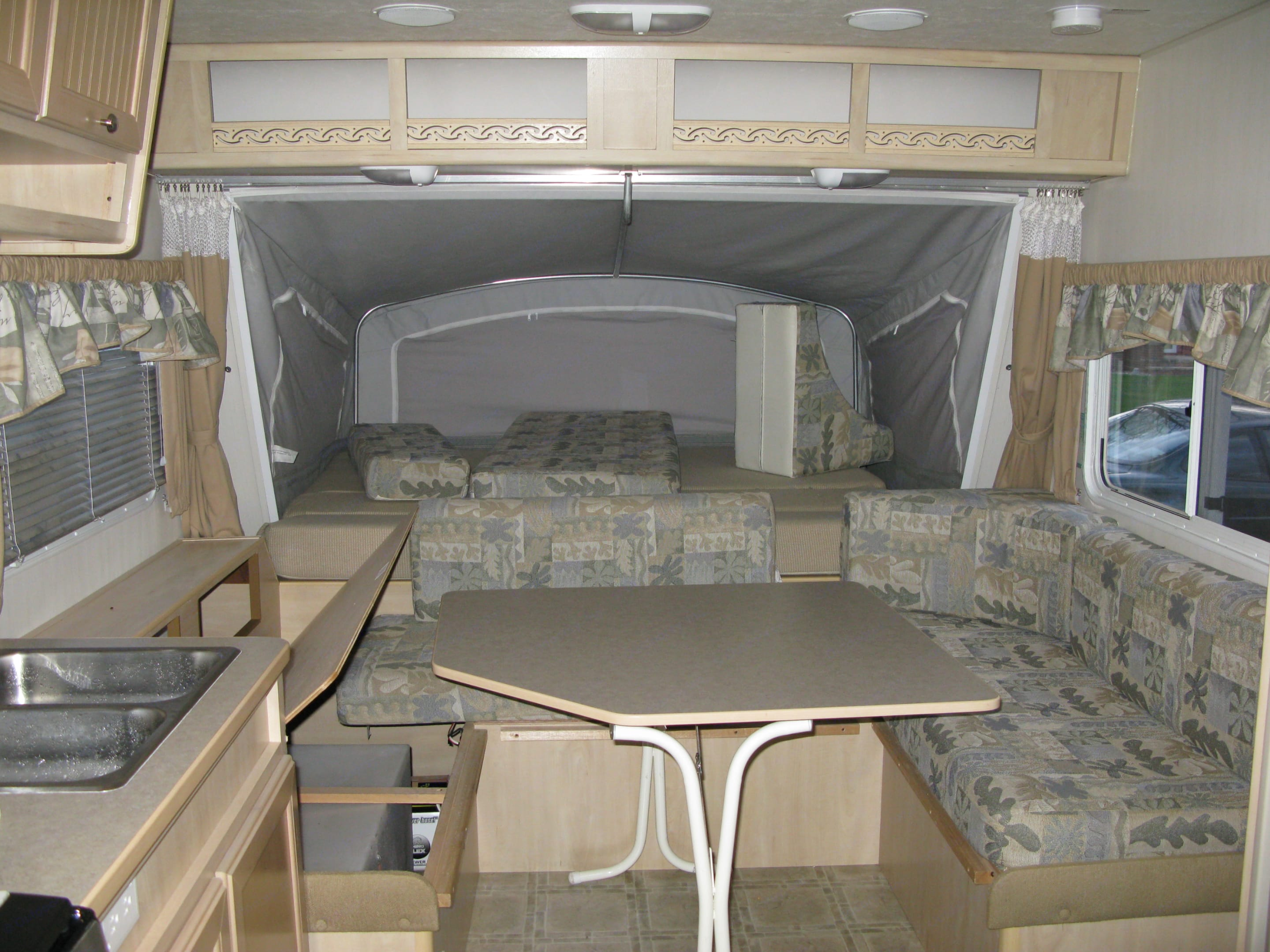 front open and bed folded out.. Forest River Grand Surveyor 2003
