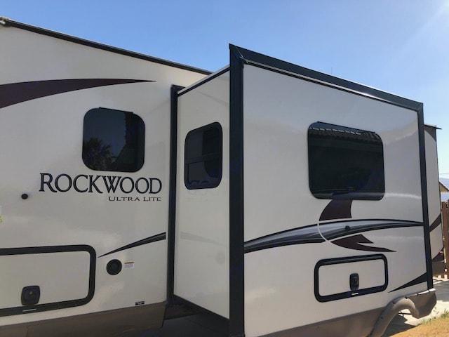 dining area / double bed slider extended. Forest River Rockwood 2017