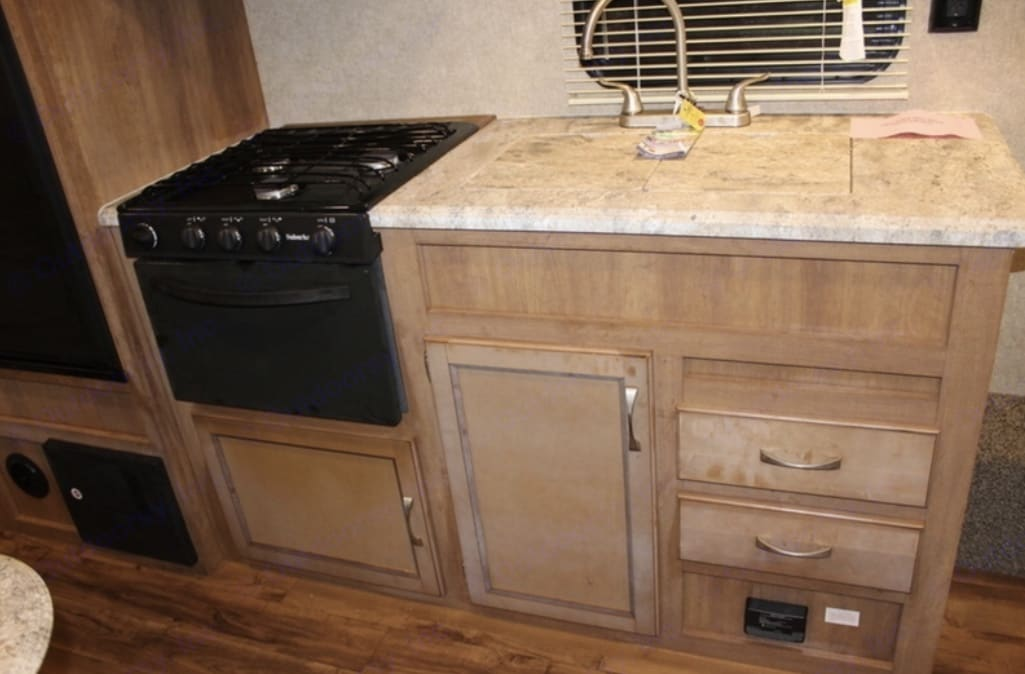 Dual sink. Oven and stove top.. Coachmen Catalina 2018