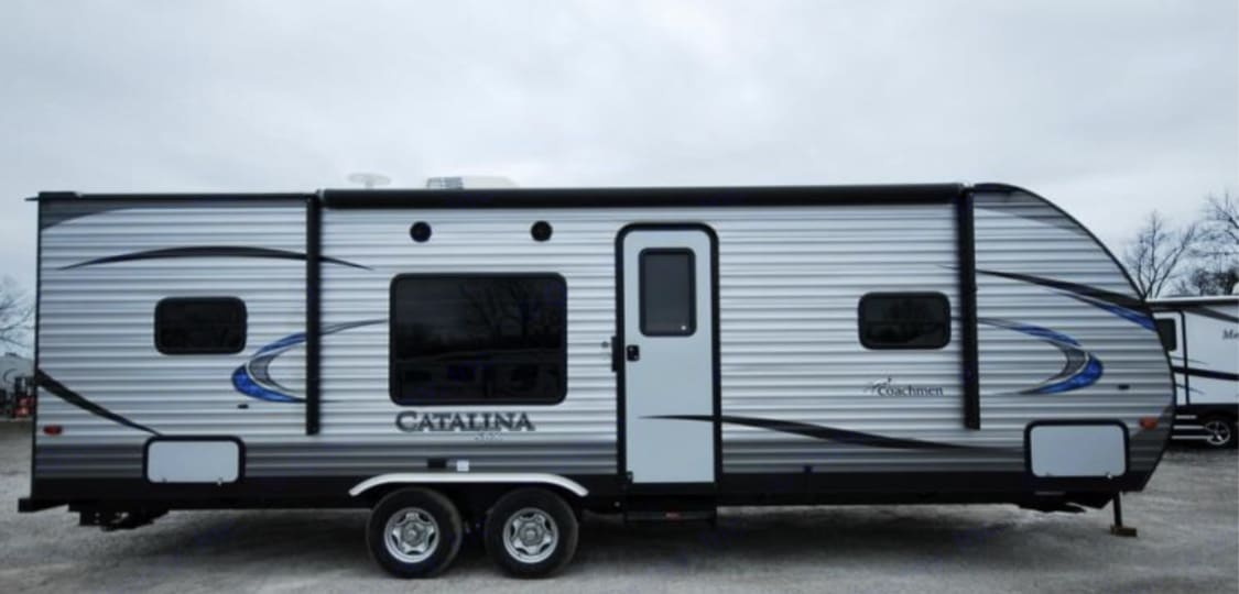 With blue LED light, 16ft awning and outdoor speakers.. Coachmen Catalina 2018