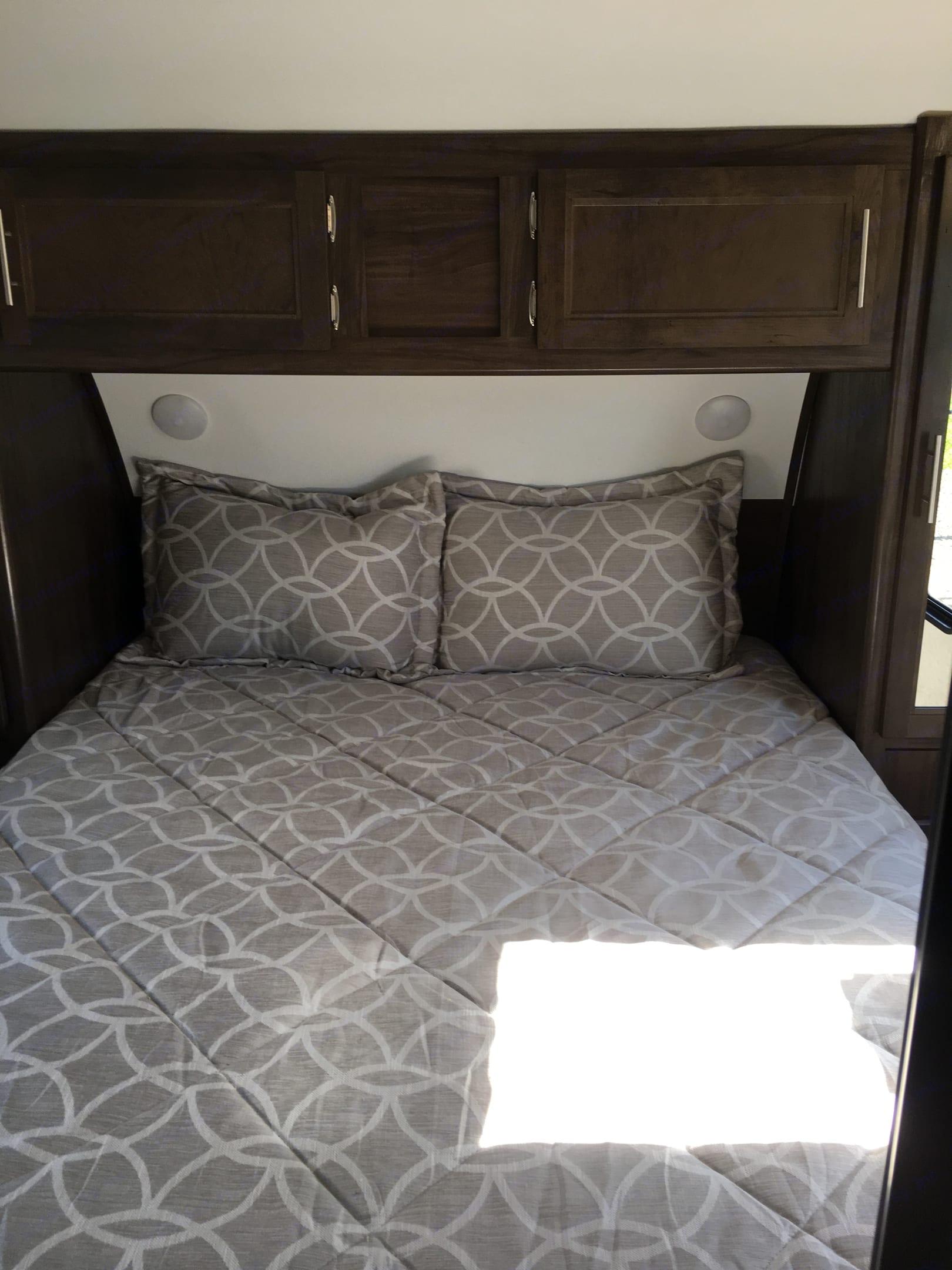 Queen size bed.. forest grey Cherokee 2018