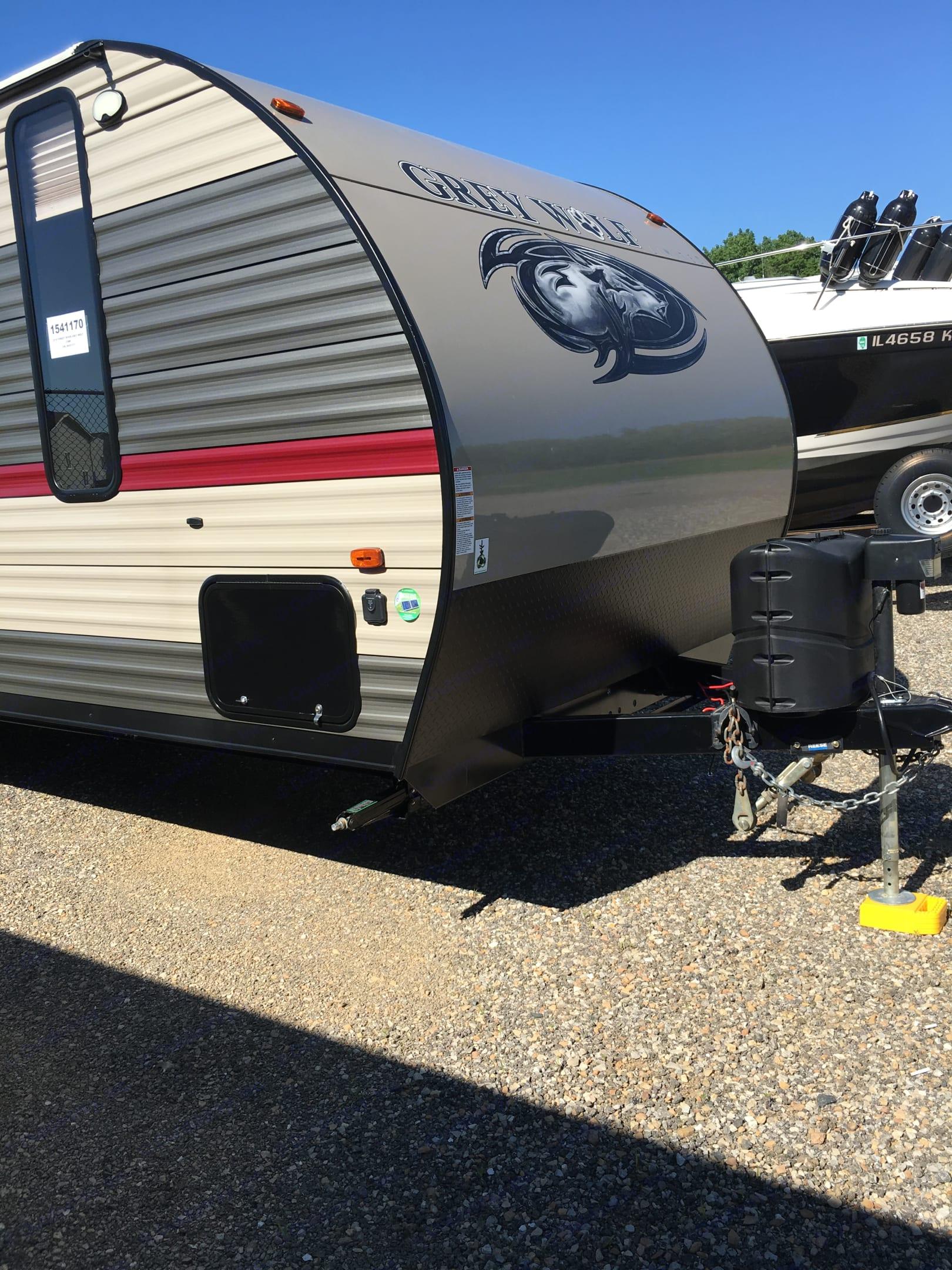 Dual 30 lbs propane tanks.. forest grey Cherokee 2018