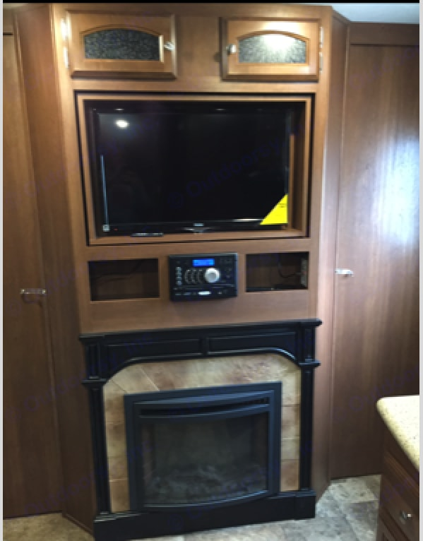 TV, Stereo and Fireplace. Coachmen Freedom Express 2016