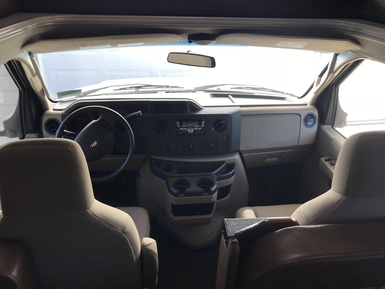 Ford Coachman 2016
