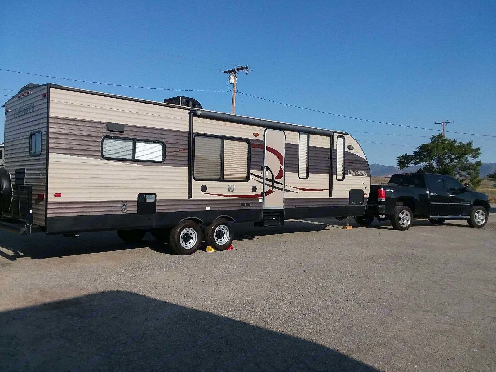 Fully Loaded BnB on Wheelssleeps up to 6.  Delivery available. . Forest River Cherokee 2016