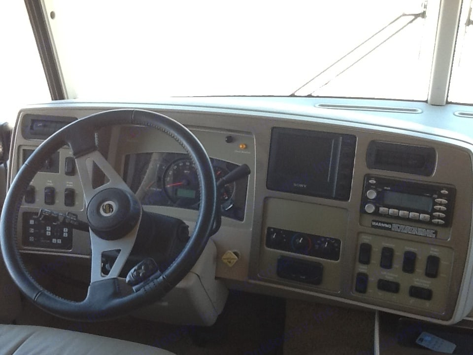 Convenient driver's door with power windows and power sun shades . Itasca Suncruiser 2006