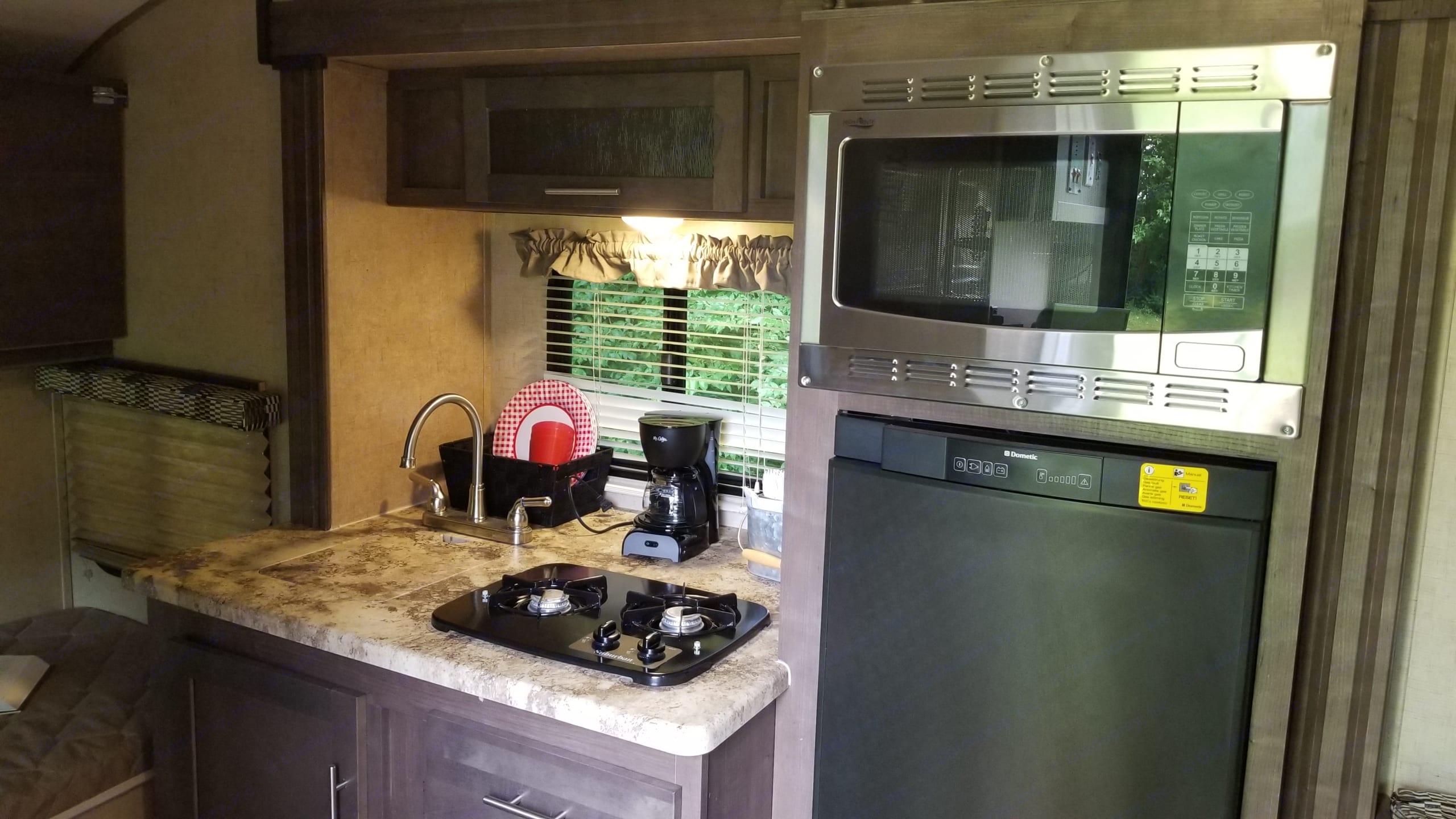 A handy, efficient kitchenette. Forest River R-Pod 2017