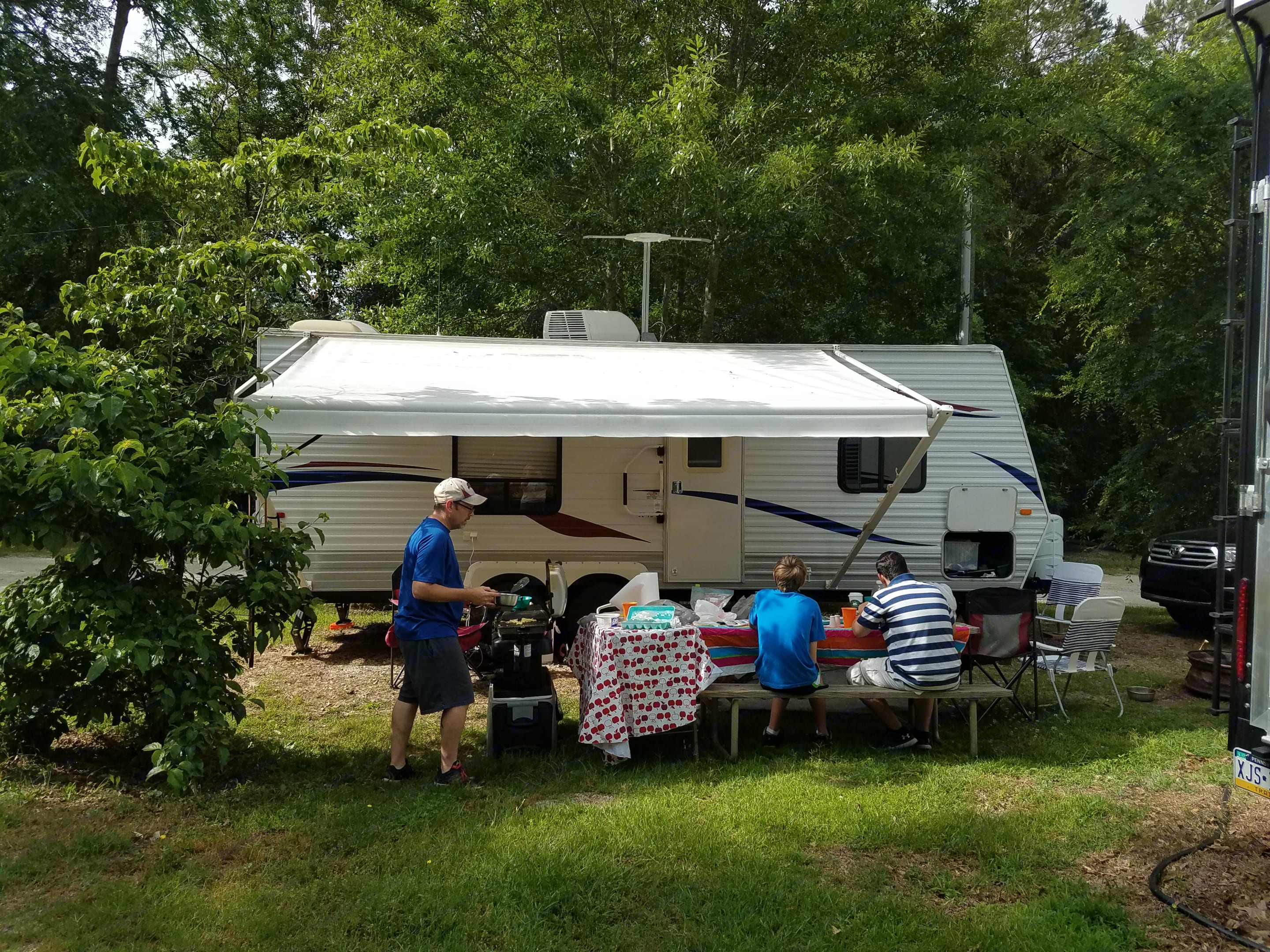 Family fun at a campground in Lake Wateree SC.. Jayco Jay Flight 2010