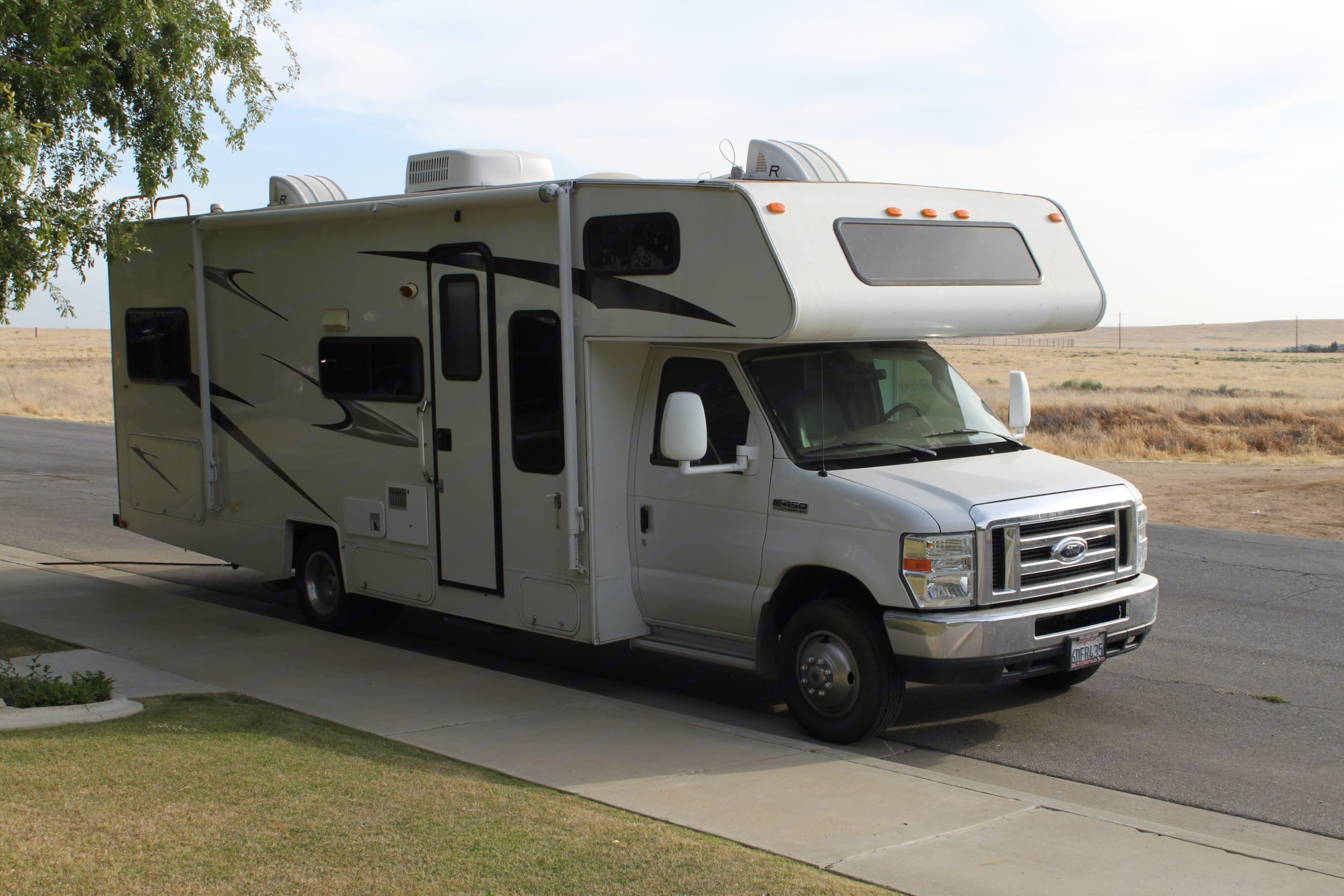 Curb side of the RV has storage, a roll down awning and an electric fold out step for easy entry.. Coachmen Freelander 2008